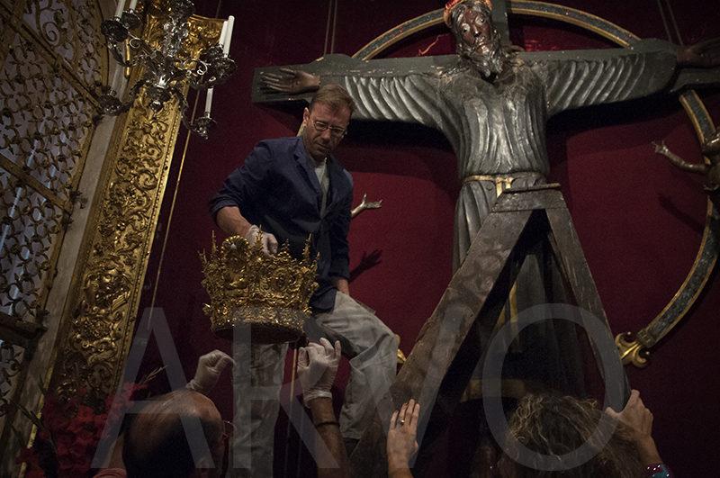 La vestizione della statua reliquiario del Volto Santo in data 13 settembre 2014